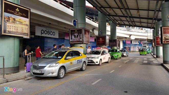 Cuộc chiến cước sân bay của taxi truyền thống và Uber, Grab ở Hà Nội - hinh 4