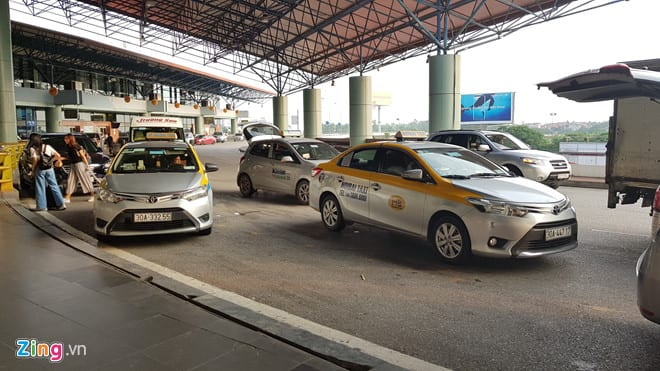 Cuộc chiến cước sân bay của taxi truyền thống và Uber, Grab ở Hà Nội